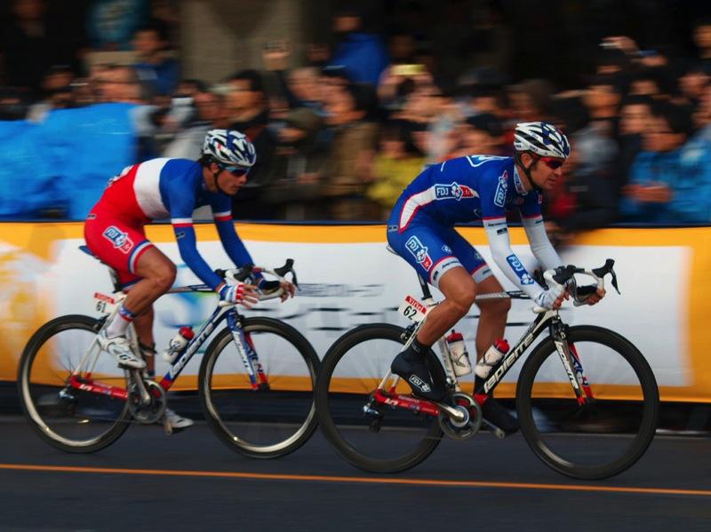 フランスチャンピオンのアルテュル・ビショ(FDJ)と、ジェレミー・ロワ(FDJ)
